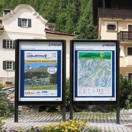 In  Silvaplana  wurden  City  Lights  Anschlagkästen  und  ein  BURRI  Wegleitsystem  installiert.
