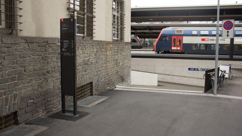 <p>Das  aktualisierte  BURRI-Wegleitsystem  führt  Passanten  und  Touristen  durch  Zürich  Oerlikon.</p>
