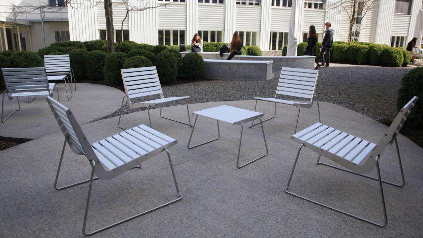 BURRI  02  Tisch  und  Stühle
