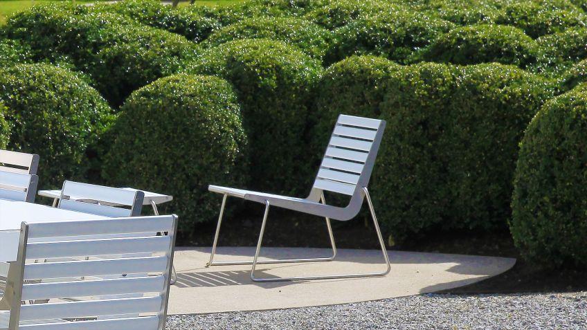 BURRI  02  Stuhl  in  weisser  Farbe