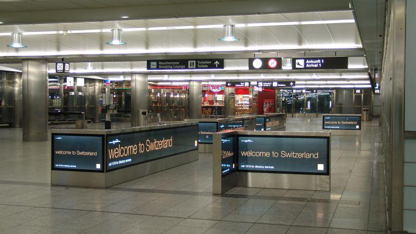 Sonderangefertigte  City  Light  Monitore,  Flughafen  Zürich