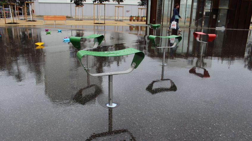 Landscape-Sitzbänke  und  Evolution-Hocker  für  die  neue  Platzgestaltung  der  Esplanade  Kongresshaus  Biel