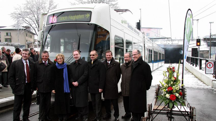 11.  Dezember  2010:  Eröffnungsfeier  Glattalbahn