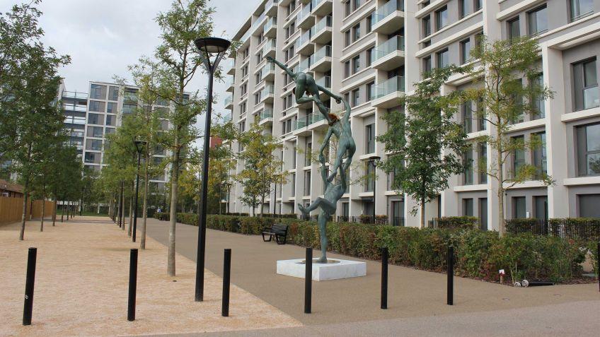 """Während  den  Olympischen  Spielen  2012  wurde  der  Victory  Park  in  London  """"Athletes  Village""""  genannt"""