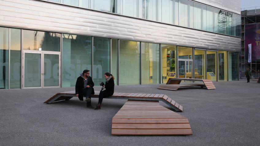 Die  Spezialbank  «Dreisitz»  wurde  von  Westpol  LA  und  BURRI  public  elements  umgesetzt.