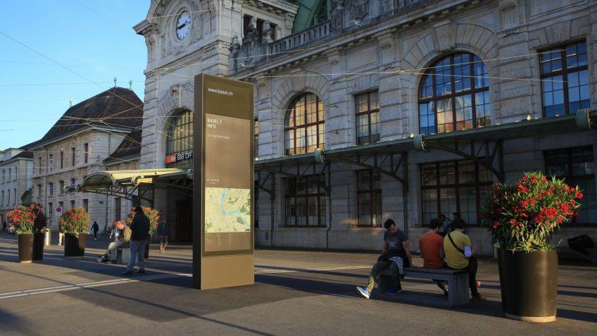 Nach  über  30  Jahren  wurde  das  Fussgängerwegleitsystem  «Basel  zu  Fuss»  durch  ein  neues  ersetzt.