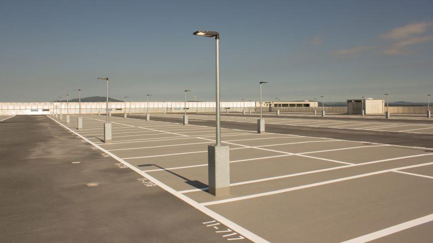 Das  Dach  des  Parkhauses  P6  wird  fortan  von  METRO  40  LED  Leuchten  erhellt.