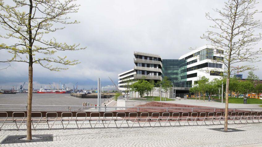 Der  erste  Abschnitt  des  Lohseparks  wurde  2013  fertiggestellt  und  mit  der  Langen  Bank  ausgestattet.