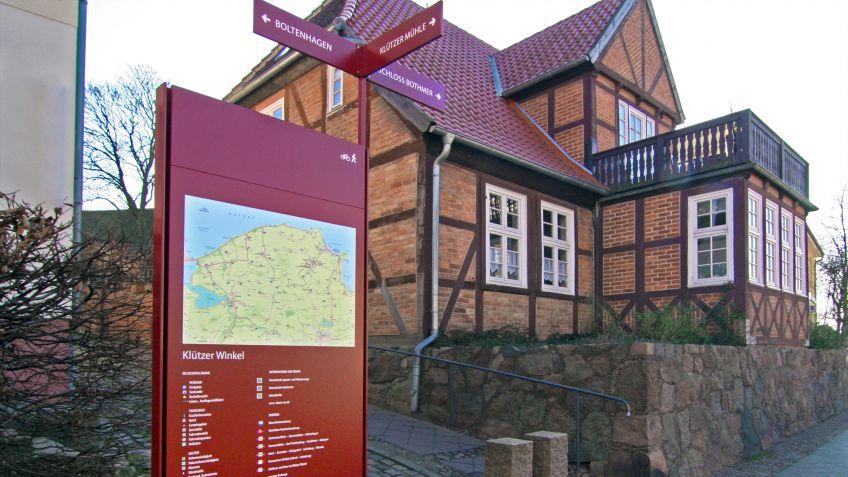 Im  norddeutschen  Klütz  hat  BURRI  ein  modulares  Wegleitsystem  installiert.