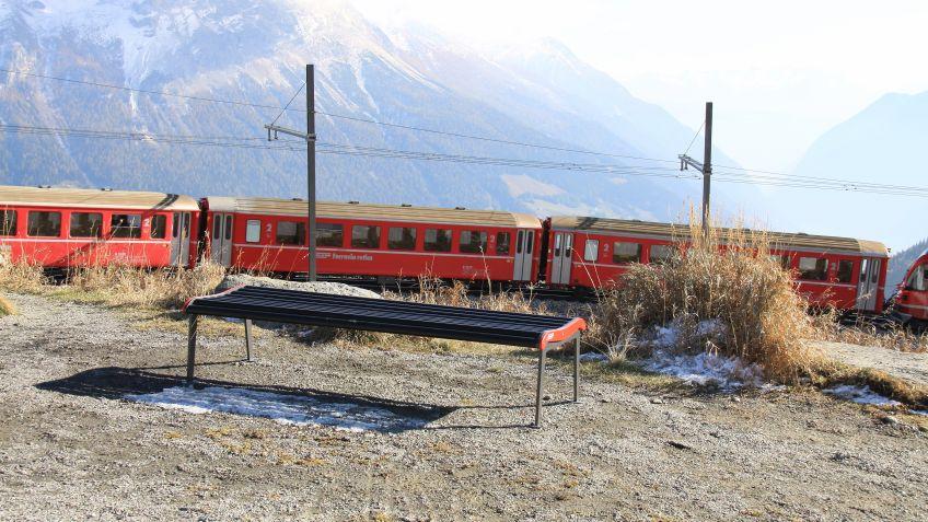 Sitzbank  Rhätische  Bahn,  Ausführung  ohne  Rückenlehne