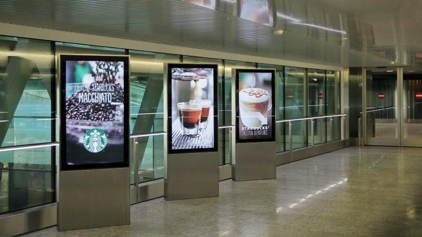 City  Lights  Monitor-Stelen  im  Kontext,  Flughafen  Zürich