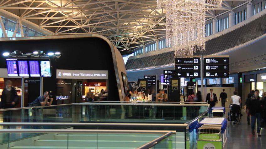 Wegweisende  Schilder  von  BURRI  am  Flughafen  Zürich