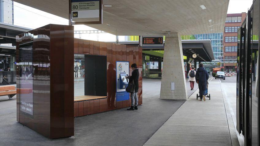 Die  Paravents  passen  hervorragend  in  das  moderne  Erscheinungsbild  der  Oerliker  Bahnhofs.