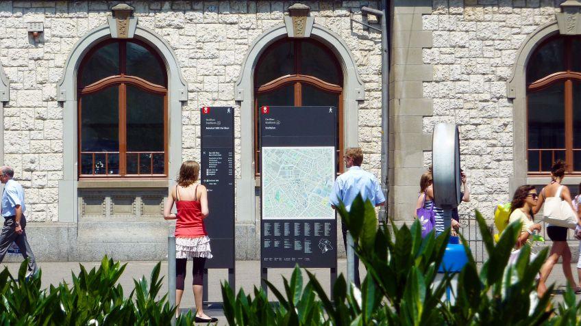 BURRI  Fussgänger-Wegleitsystem,  Zürich-Oerlikon