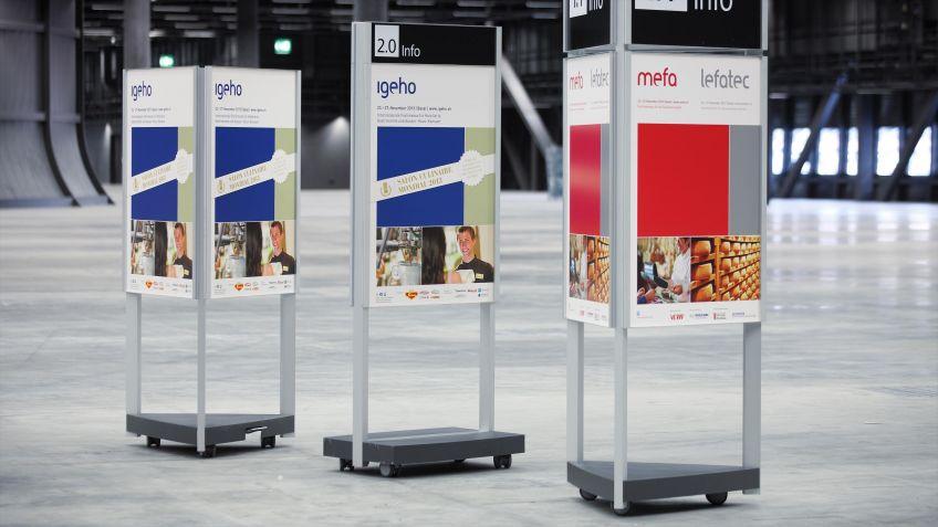 Die  dreiseitige  Indoor  Stele  des  Systems  GO  INFO  ist  auch  ohne  Veranstaltungsaufsatz  erhältlich.