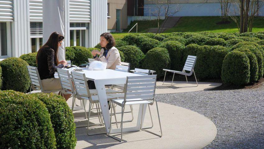 BURRI  02  Tisch  und  Stühle  für  das  Gelände  der  Bühler  AG,  Uzwil