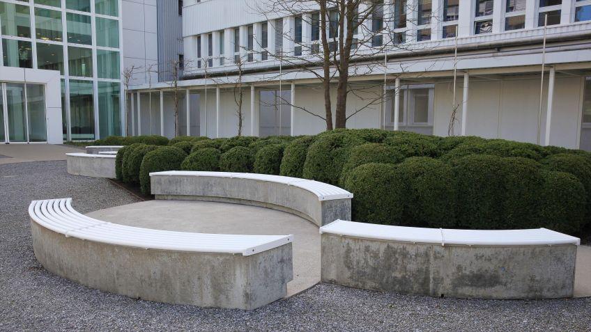 Für  das  Projekt  am  Hauptsitz  der  Bühler  AG  wurde  auf  Anfrage  weisse  Farbe  verwendet