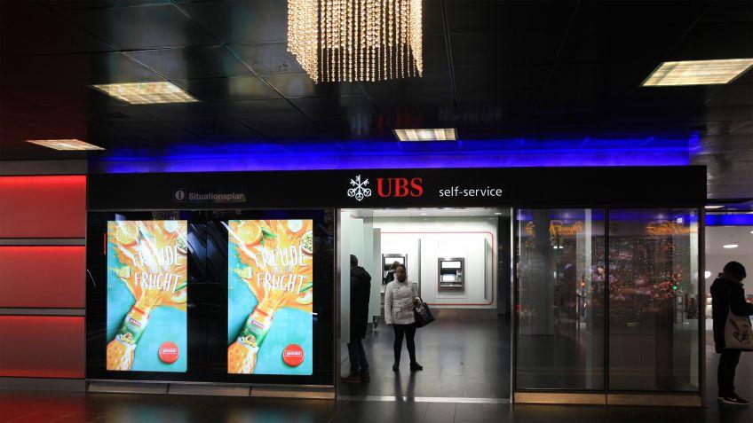 Shopfronten  und  Leuchtkästen  -  Digitale  Werbeträger  im  öffentlichen  Raum