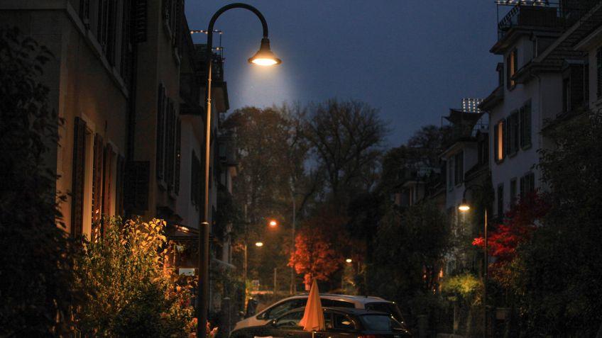 ALLEY Leuchte mit Bogenkandelaber für eine schöne Atmosphäre
