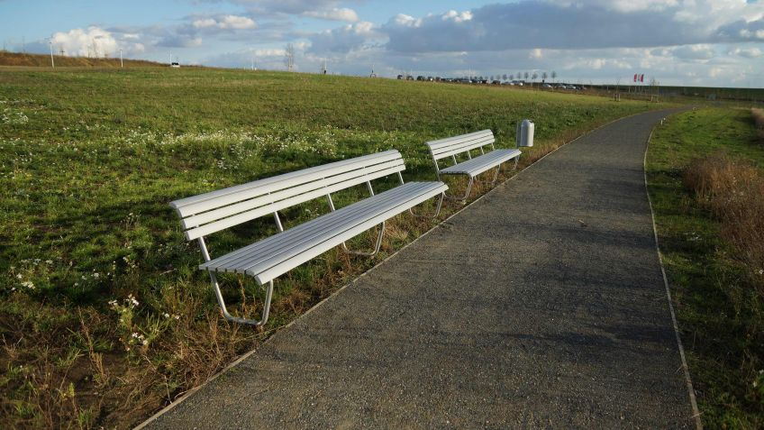 On this Landi bench everyone would like to enjoy the sun