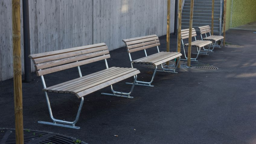 The Landi bench with natural wood