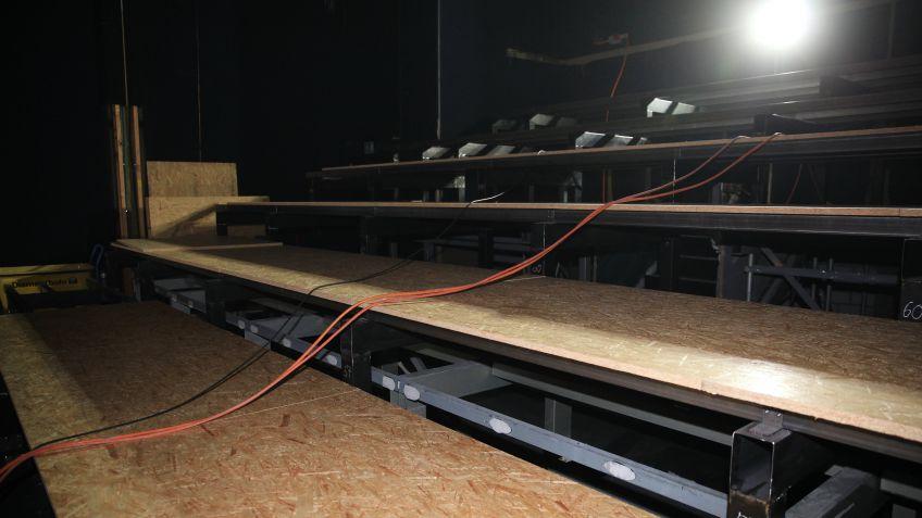 Erhöhung der Tribüne mit Holzbelag