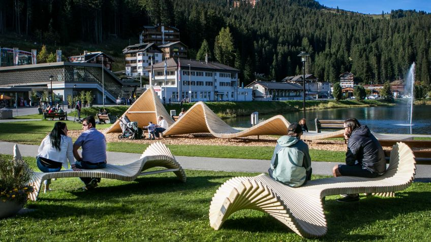 The public space in Arosa has an inviting quality