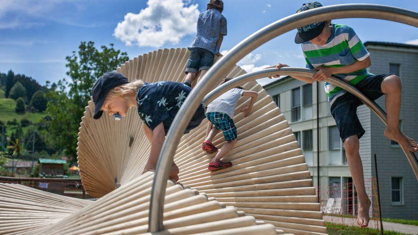 moveART - nicht nur zum Sitzen sondern auch zum Klettern geeignet.