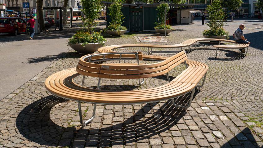 Each radius is taken from the BURRI Landi round bench modular system