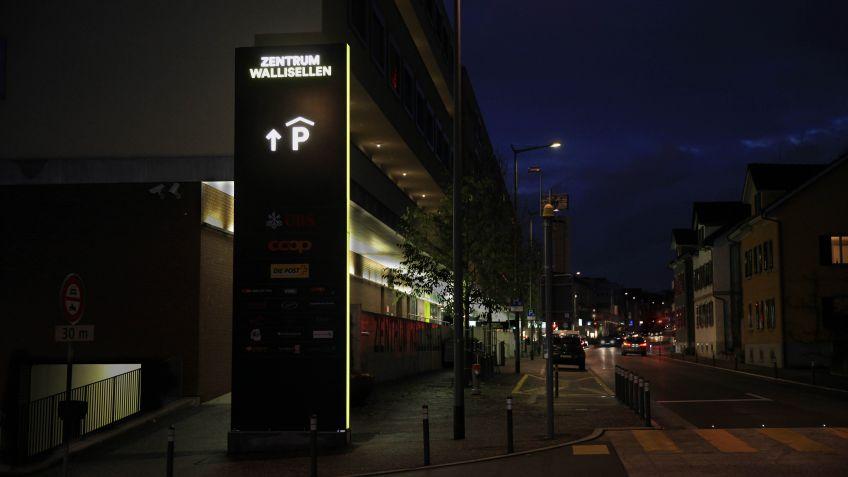 Pylone mit LED Beleuchtung beim Zentrum Wallisellen
