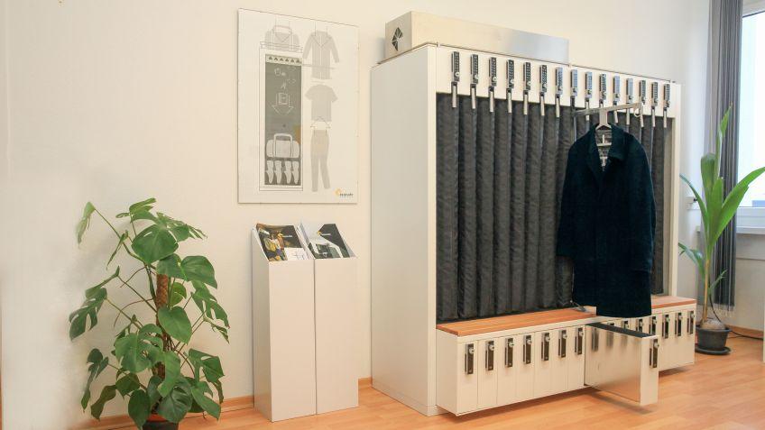 Shoe-Rack inkl. Garderobe