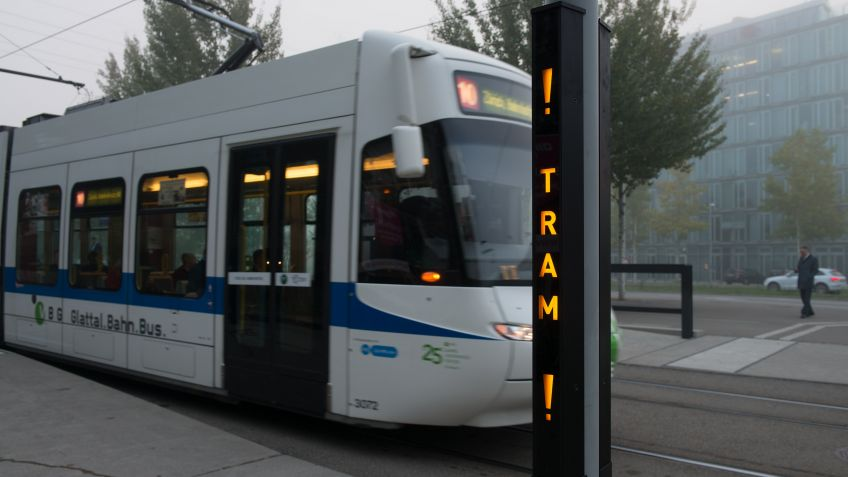 ! TRAM ! – for more safety at the tram entrance
