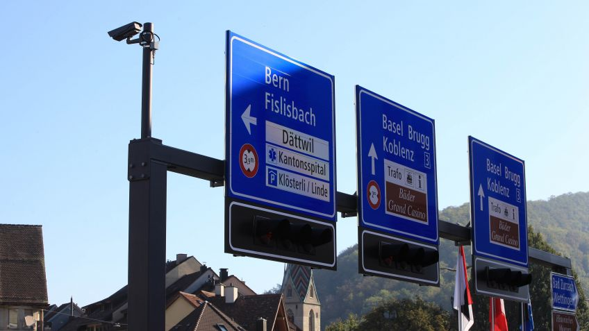 The traffic technology products from BURRI control traffic flow at the Schulhausplatz in Baden