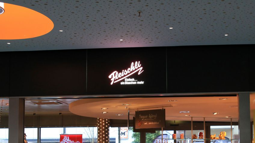 Backlit shop fronts – Zentrum Wallisellen