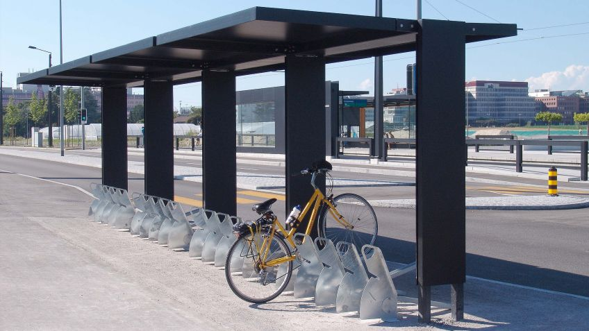 HPM  ZERO  BIKE  Fahrradunterstand  für  einseitiges  Parkieren  von  bis  zu  20  Rädern.