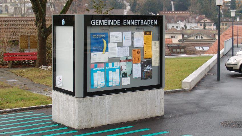 Informationsblätter  lassen  sich  bequem  mit  Magneten  an  der  Innenwand  des  City  Lights  AK  befestigen.