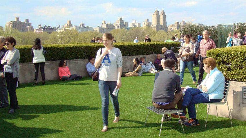 Wurde  rege  besucht:  Kunstausstellung  von  Dan  Graham  auf  dem  Dach  des  Metropolitan  Museum.