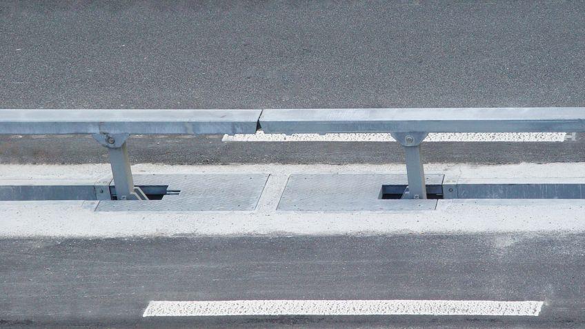 Die  BURRI  Leitplanken  können  für  die  temporäre  Umleitung  des  Verkehrs  senkrecht  aus  dem  Boden  gelassen
