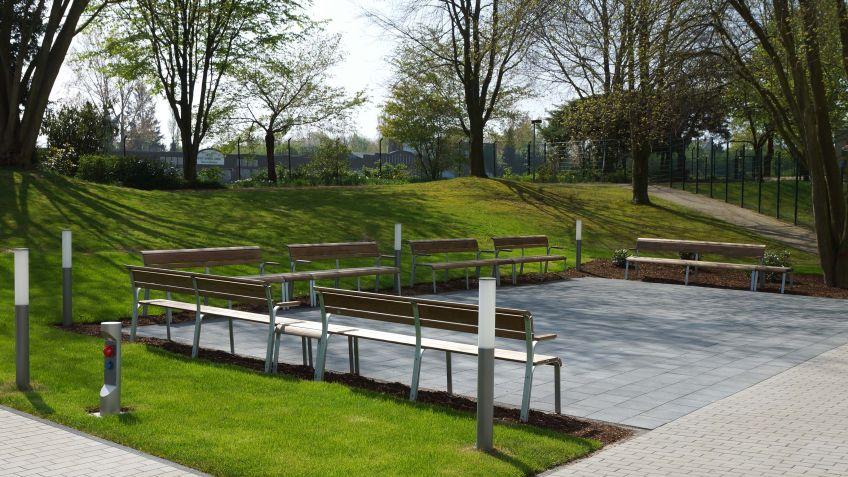 Public  Elements  von  BURRI  beim  Altenheim  Kamillus  in  Mönchengladbach,  Deutschland