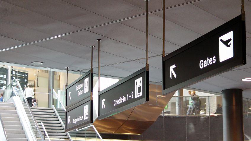 Die  Signage  Airport  Deckenschilder  überzeugen  durch  sehr  geringe  Bautiefe.