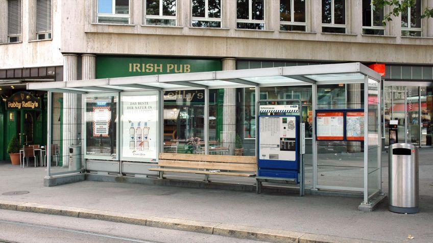 Auf  der  Basis  der  Haltestellen  der  Sihltalbahn  wurden  die  VBZ  Norm-Wartehallen  entwickelt.
