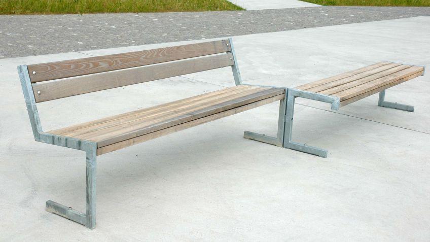 Linea  ohne  Rückenlehne  kombiniert  mit  weiteren  Modellen  des  Sitzprogramms.