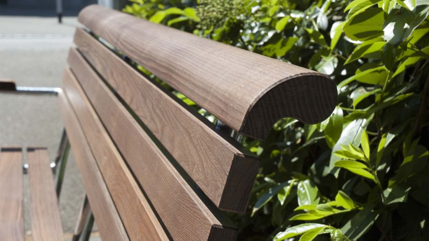 Landi Generation Bench in NATWOOD® for a particularly smooth surface