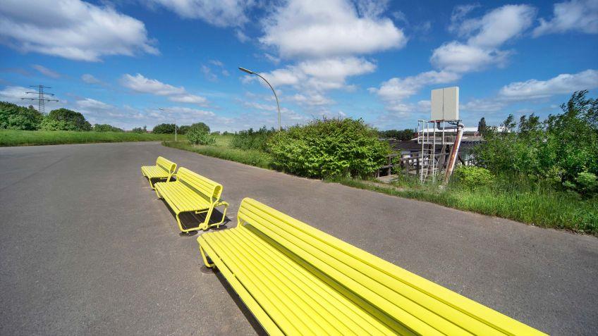 Spezialangefertigte  Landi  mit  schwenkbarer  Rückenlehne,  Spreehafen  Hamburg