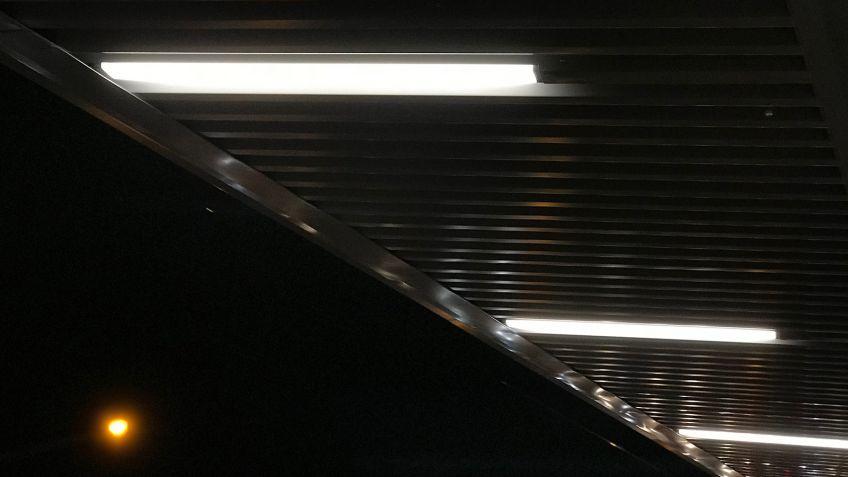 Rectangular  LED  Rechteckrohrleuchten  auf  der  Hardbrücke  Zürich