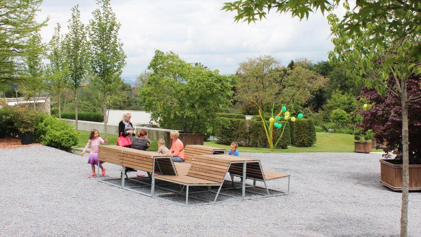 Der  modulare  Landscape  Lounge-Sessel  bietet  eine  gesellige  Sitz-  und  Liegefläche.