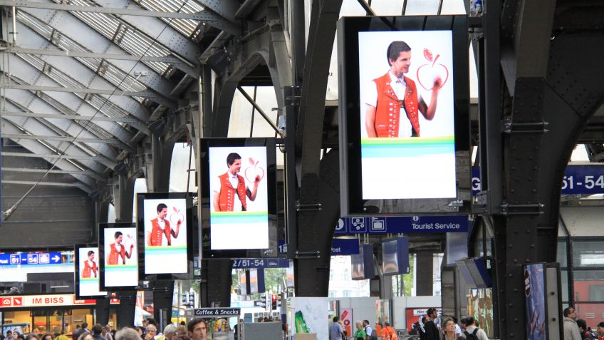 City  Lights  Monitor,  Zürich  Hauptbahnhof.