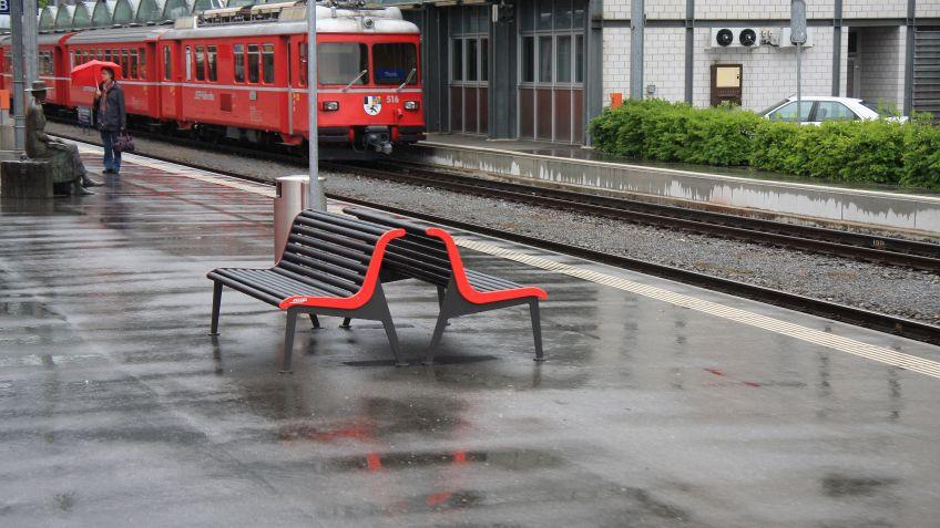Sitzbank  Rhätische  Bahn,  Ausführung  mit  Rückenlehne
