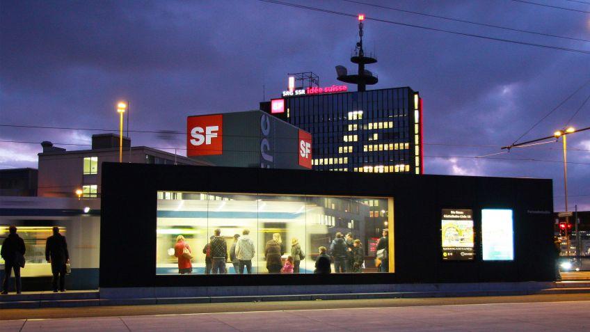 Glattalbahn,  Haltestelleninfrastruktur  Fernsehstudio  SRF