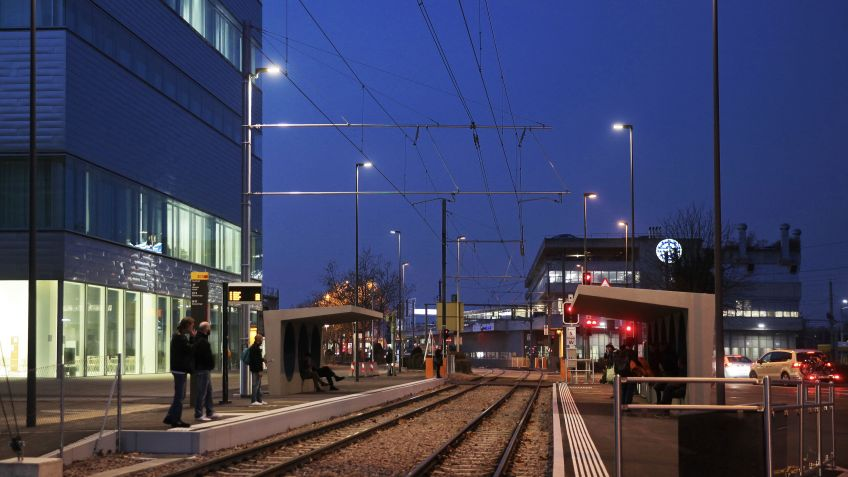 Im  Dreispitz  Areal  Basel  wurden  zahlreiche  METRO  LED-Leuchten  installiert.